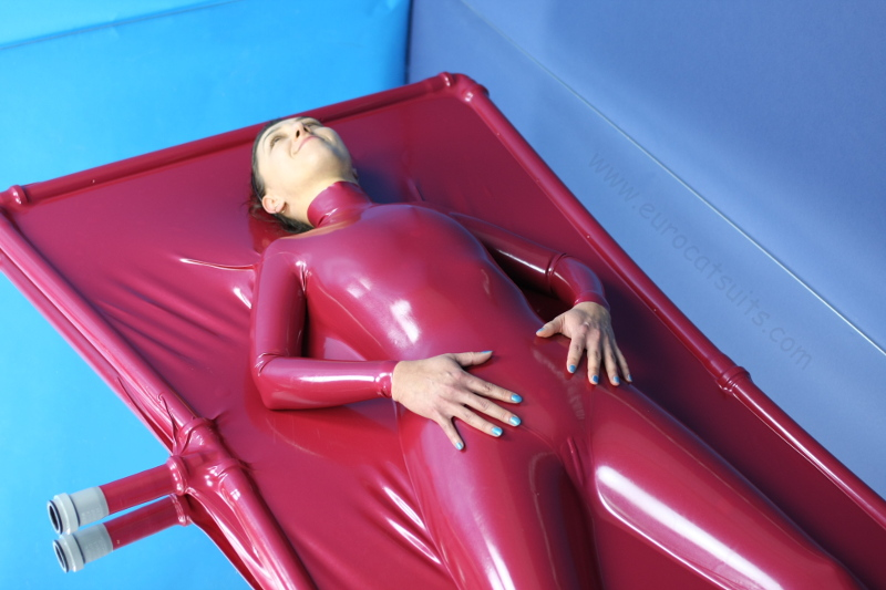 airtight latex vacuumbed with sleeves and collar in metallic red 0.4mm latex