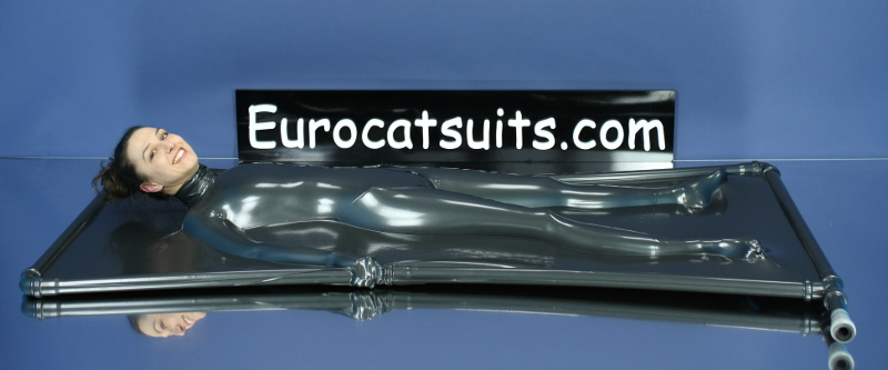 Latex vacbed , sealed all around , with made-to-measure neck entry . This allows you to have the head outside and still maintain 100% bondage.